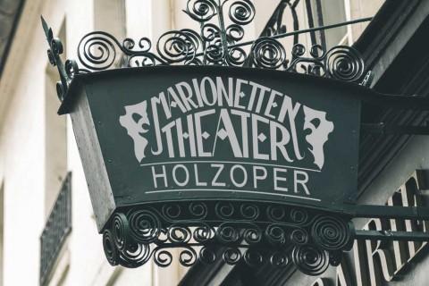 Holzoper Sign